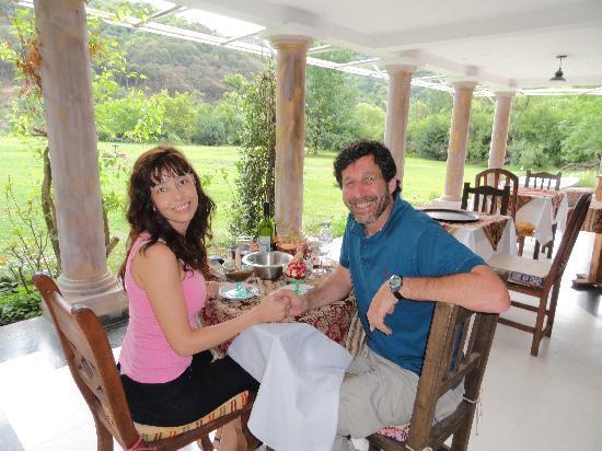 Yala, Argentina: Almorzando con vista al parque y al cerro