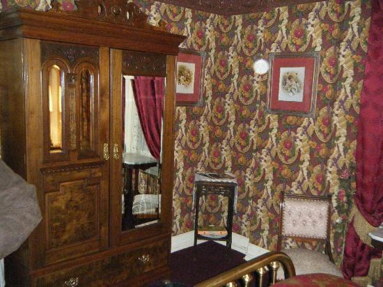 Gilded Cupid B&B: Anna's Room