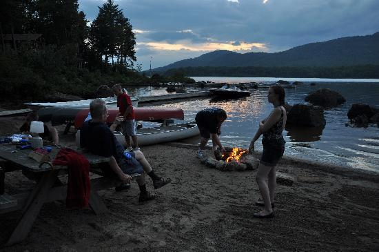 Attean Lake Lodge : making smores
