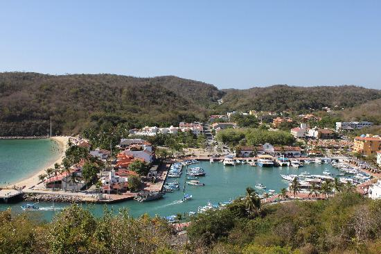 Azul Sirena Huatulco: Santa Cruz harbour