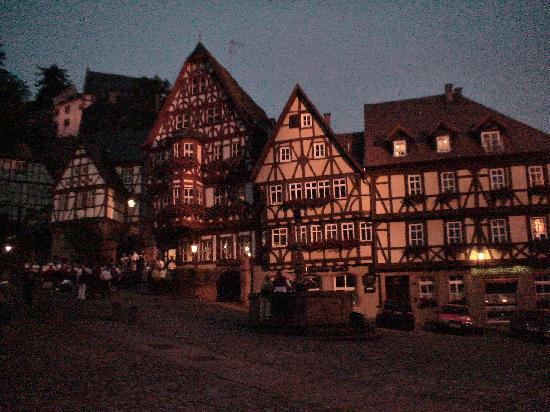 Miltenberg, Tyskland: 夜のマルクト広場