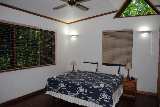 First Landing Beach Resort & Villas : chambre étage