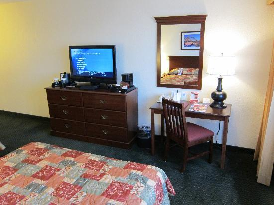 Knott's Berry Farm Resort Hotel: view of room