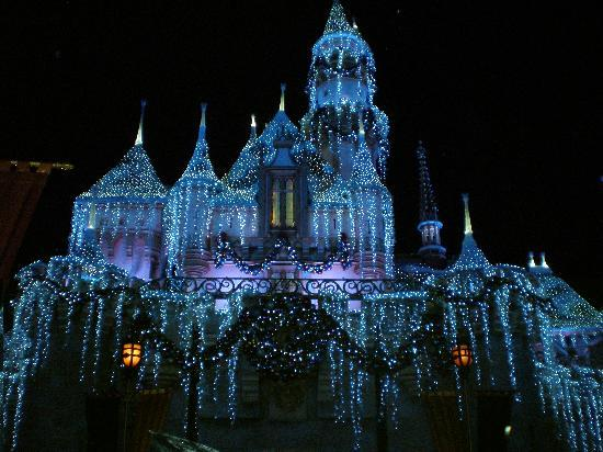 Parque Disneyland: Sleeping Beauty Castle at Night