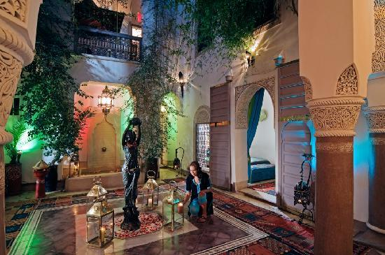 Riad Dar Eliane: Inner Courtyard at Night
