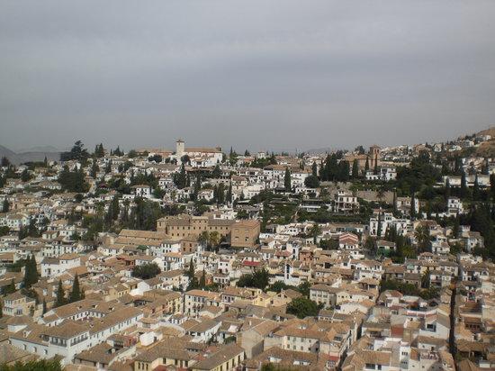 Granada, Španělsko: quartier de l'Albayzin vu de l'Alhambra