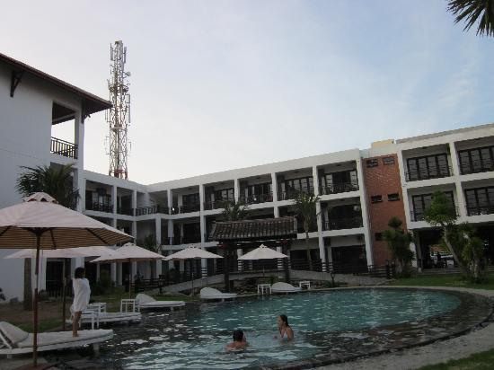 The pool and hotel