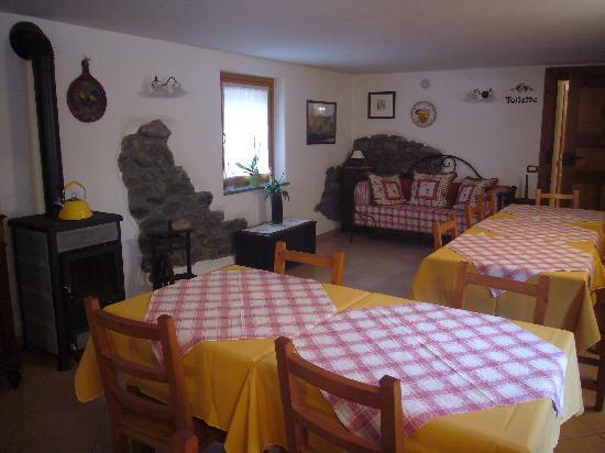 Donnas, Italië: Agriturismo Lou Rosè - La sala colazioni