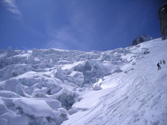 Chamonix, Francja: 氷河の真横を滑ります
