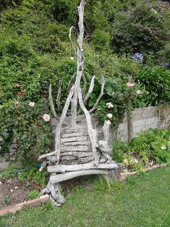 A Woodsy House: Garden chair
