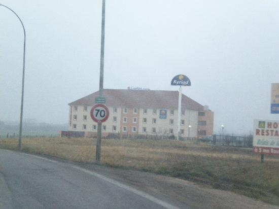 Comfort Hotel Dijon Sud: Vue de la route