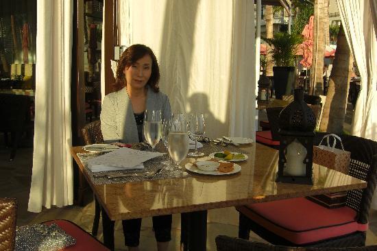 Azure Restaurant: 家内です。愛人ではありません