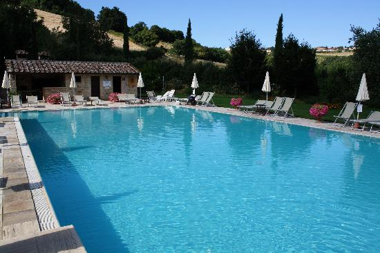 Borgo al Cerro: The pool