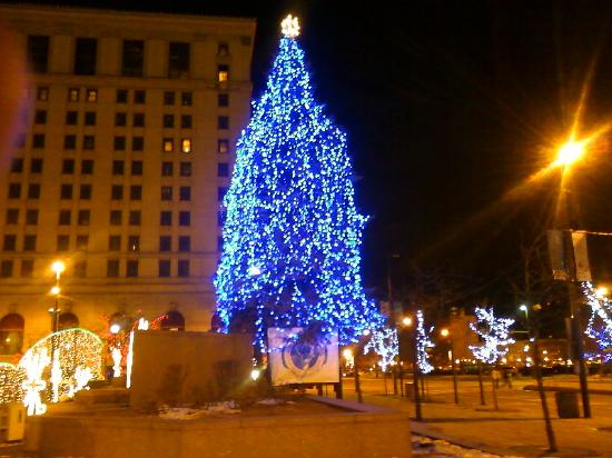 Cleveland, OH: Christmas tree in Public Square