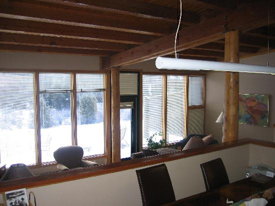 Keystone Village: Large open dining area overlooking living room