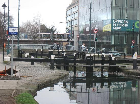 Hilton Dublin: canal