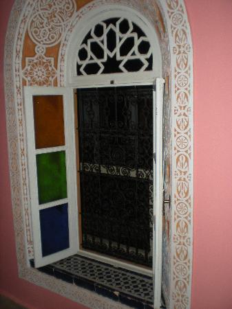 Riad Safir : Joli fenêtre...mais qui laisse passer l'air froid