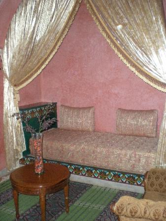 Riad Dar Alia : Salon de la suite