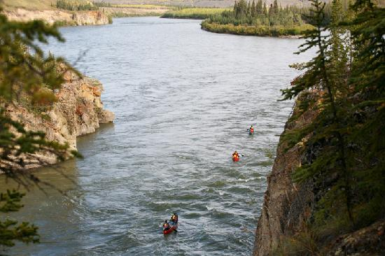 Yukon, كندا: Paddling through the Five Finger Rapids