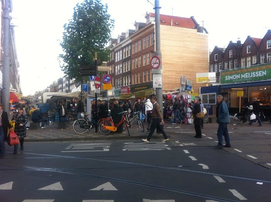 Albert Cuyp Market: Entrance from the tram stop