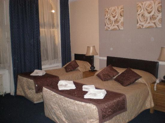 The George Hotel: Room 12