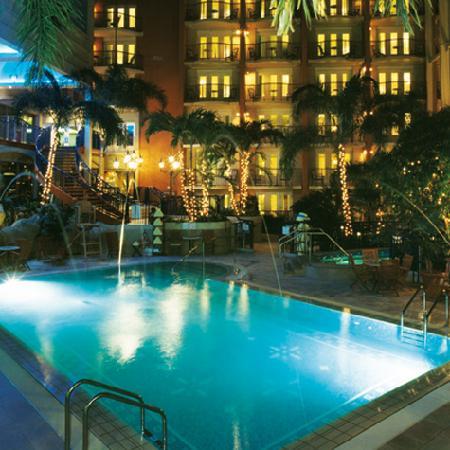 L Hotel Quebec Le Jardin Intérieur Vu De Nuit