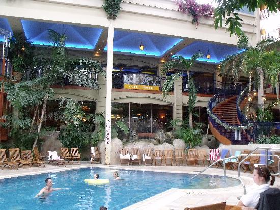 Piscine Fontaine Et Resto De L Hotel Quebec Picture Of L Hotel
