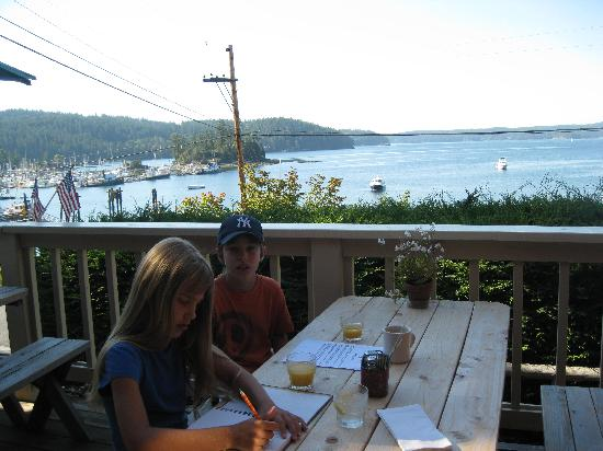 Kingfish Inn: Dining on the deck