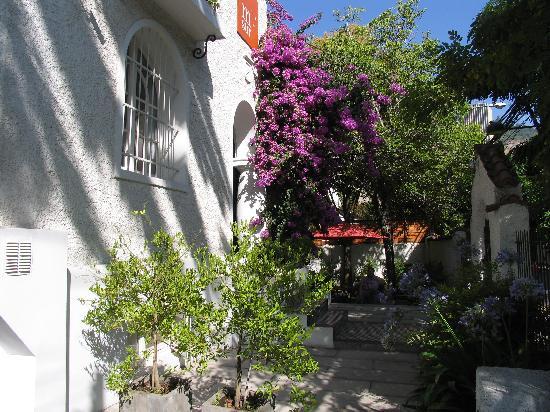 Meridiano Sur, Petit Hotel: Front gardens
