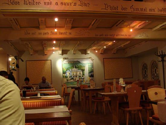 Hotel Ludwigs: restaurant on second level-very good