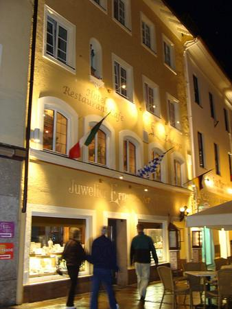 Hotel Ludwigs: hotel at night