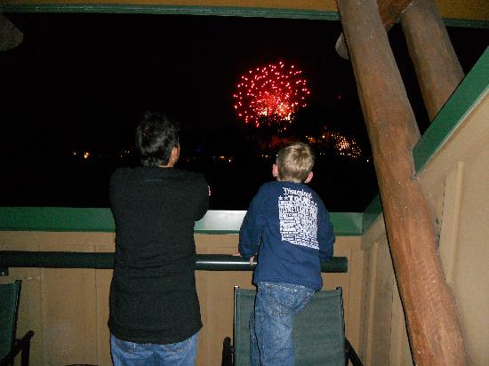 Disney's Wilderness Lodge: Fireworks from our balcony