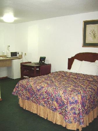 Mack's Motel: m