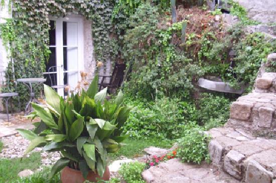 Laperez B&B: Jardín
