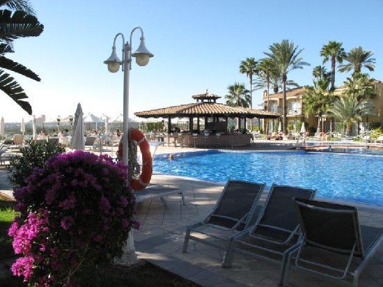 Vital Suites Hotel & Spa: Pool area