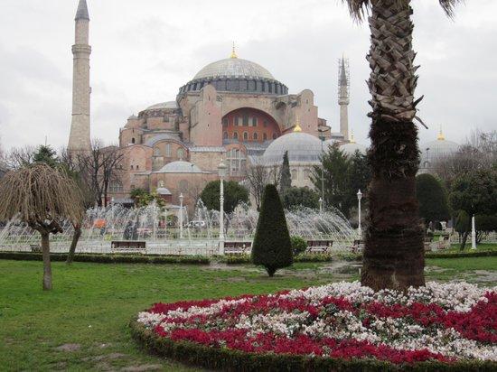 Senatus Suites: Aya Sofya - 5 minutes walk from the hotel