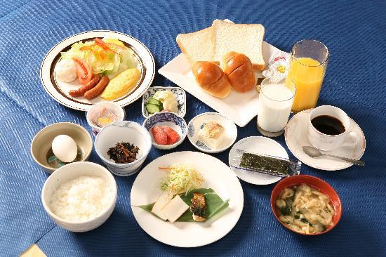 Hotel Fukuoka Kaikan: 【朝食例】四季折々の素材を使った朝食。福岡特産もあります。