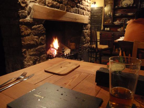The Black Bear Inn: Cozy fire