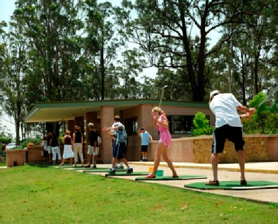 Mercure Resort Hunter Valley Gardens: Aqua Golf located within walking distance