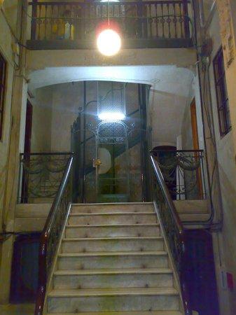 Hostal Felipe II: エレベーター