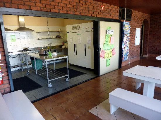 Haven Backpacker Resort : Zweckmäßig: Blick in die Küche des Haven'