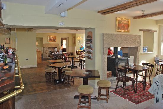Redwell Inn: Bar & Lounge area