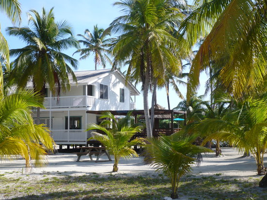 Pelican Beach - South Water Caye : main house /restaurant and bar and come together
