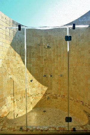Playa Cielo: Stunning open roof shower/bath