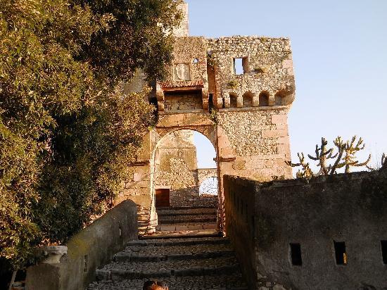 Sermoneta, إيطاليا: Ingresso del castello Caetani