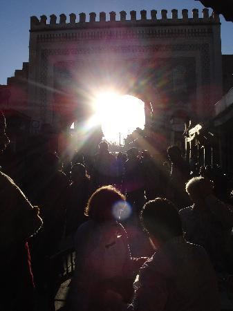 Fes, Marokko: il tramonto attraverso la porta Batha