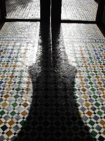 Fes, Morocco: riflessi tra le porto del museo batha