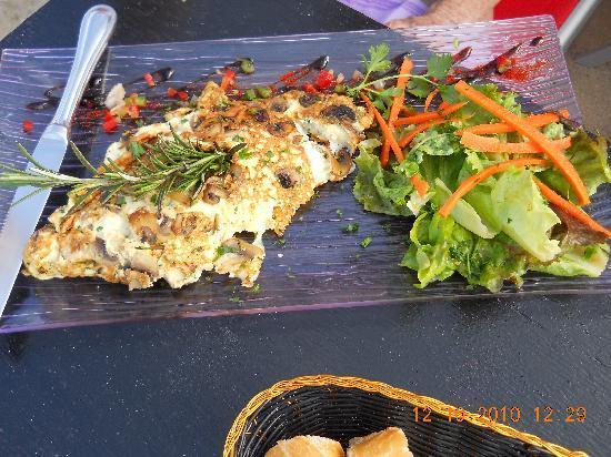 Rainbow café : Omelet with fresh greens