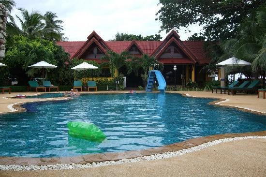 Dream Team Beach Resort: Hotel Pool - also has shallow part for kids