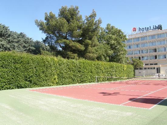 Ibis Cavaillon Luberon : Tennis privé gratuit